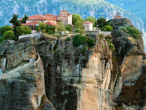 How to reach from Delphi to Meteora?