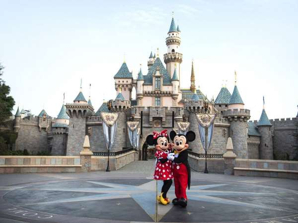 How to Travel from Los Angeles International Airport to Disneyland?
