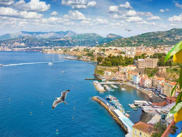 How to Travel from Sorrento to Praiano