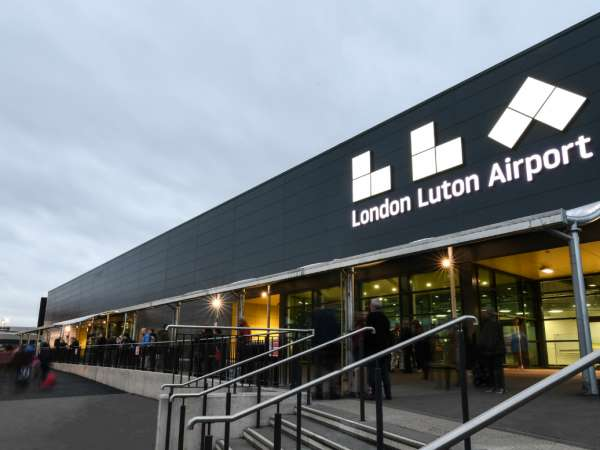 How to reach from London to Luton Airport?
