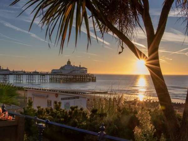 How to Travel from Victoria station to Eastbourne?