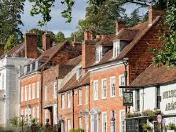 How to Travel from London to Farnham?